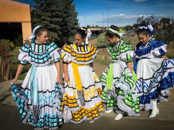 girls at Fiesta de Santa Fe